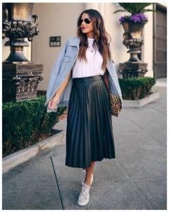 Complementa tus faldas midi con accesorios